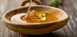 Curcuma e miele: 'Antibiotico' naturale contro freddo e mal di gola