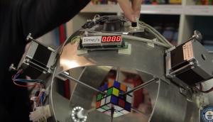 Cubo di Rubik, un robot lo risolve in meno di 1 secondo