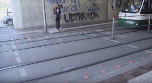 Germania. Semafori a terra per i pedoni al cellulare