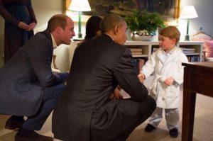 Il principe George incontra Obama in pigiama (Foto)