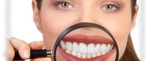 Denti bianchi. Cibi che aiutano ad avere un sorriso perfetto