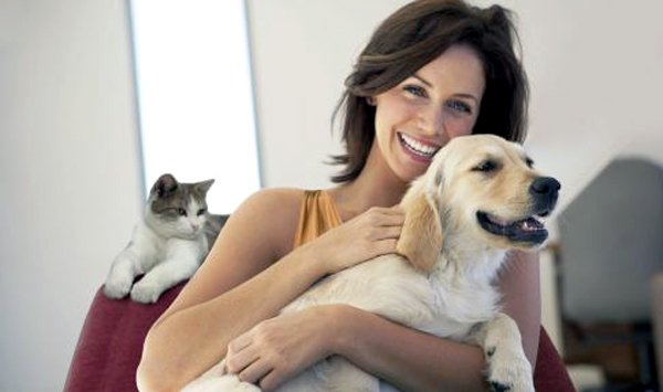 Studiosi: Cani e gatti proteggono il cuore delle donne