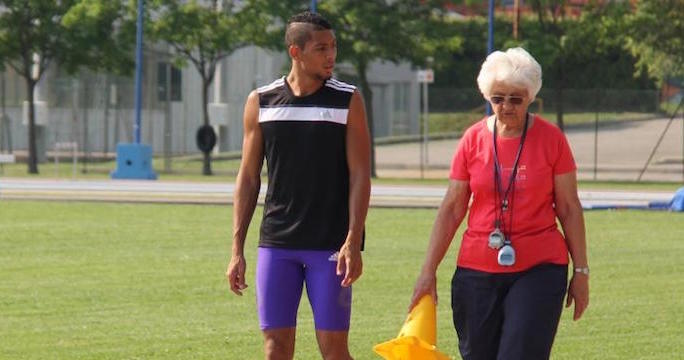 Atleta più veloce nei 400m viene allenato dalla bisnonna 74enne
