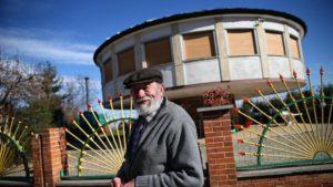 Casa che ruota alla ricerca del sole. Sogno realizzato per un 88enne