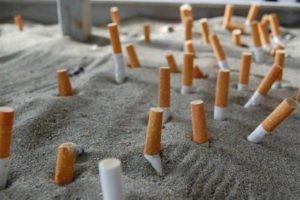 Sigarette in spiaggia: In arrivo multe salatissime