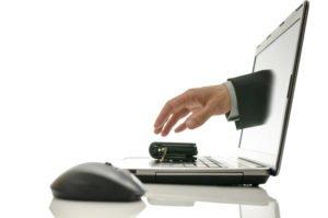 Lavoro e truffe. Attenzione al furto d'identità in rete