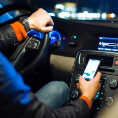 Troppe distrazione al volante: La polizia potrà controllare i telefonini