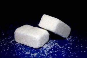 Zucchero. Medici pagati per mentire, uno studio svela anni di 'depistaggi'