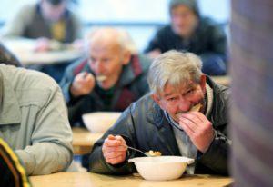POVERTÀ: Più italiani che stranieri alla Caritas
