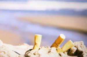 'Stop a sigarette in spiaggia in tutta Italia. Inquinano più delle auto'