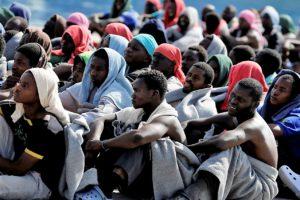 Migranti, il traffico umano verso l'Italia che vale 400 milioni all'anno