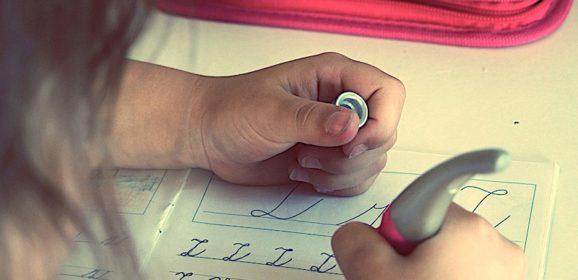 'Meno compiti durante le vacanze di Natale', l'invito di Bussetti ai docenti