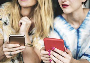 Malati di smartphone, 1 persona su 4 lo usa 7 ore giorno