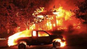 Maxi incendio in California, ci sono 10 i morti e 20mila gli sfollati
