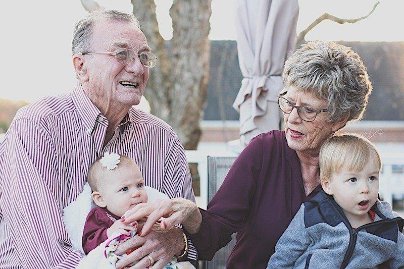 Ipotesi bonus nonni, sconti sugli aiuti ai nipoti