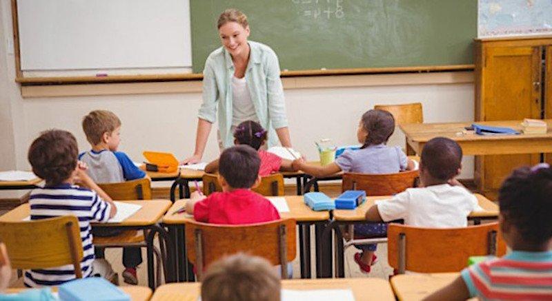 Insegnanti donne in pensione prima degli uomini. Il giudice condanna il Miur