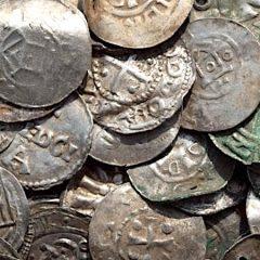 Un tredicenne per sbaglio ritrova il tesoro di monete dei vichinghi