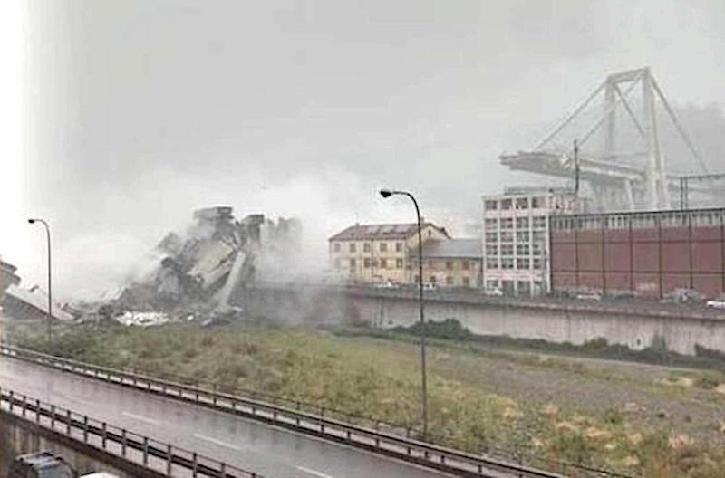 Genova. Crolla un ponte sull'autostrada A10, paura tra la gente