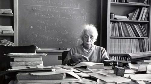 Le persone più intelligenti sono spesso disordinate, imprecano e non dormono mai