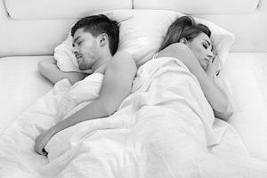 Dormire in coppia. Ecco cosa rivelano le vostre posizioni abituali