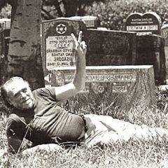 Il 16 agosto del 1920 nasceva  Charles Bukowski. Tutte le frasi più belle del poeta maledetto