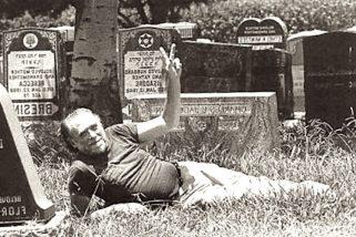'La tua vita è la tua vita. Sappilo finché ce l'hai'... 25 anni fa moriva Bukowski