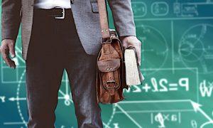 Stipendi insegnanti, da oggi scattano i mini-aumenti. Ecco chi ne beneficerà