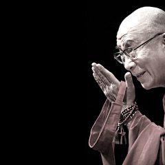 Dalai Lama: 'Dona a chi ami ali per volare, radici per tornare, e motivi per restare'