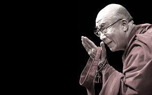 Dalai Lama 'Dona a chi ami ali per volare, radici per tornare, e motivi per restare'