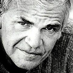 Kundera: 'Forse non siamo capaci di amare proprio perché desideriamo essere amati'