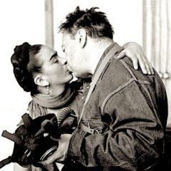 Frida Kahlo: 'Ti meriti un amore che ti voglia spettinata, che ti spazzi via le bugie'