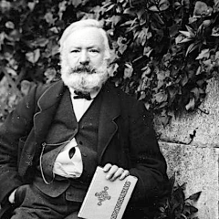 Victor Hugo: 'Amare è sentirsi completi'