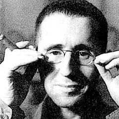 Bertolt Brecht: 'Un uomo ha sempre paura di una donna che l'ama troppo'