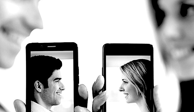 Innamorarsi online. Perché accade così spesso?